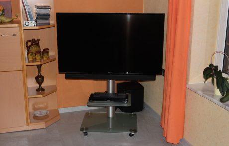 LCD TV Panasonic Soundbar Bose auf Racklösung