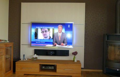 LCD TV Philips an Cinewallwand