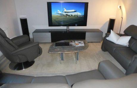Plasma TV Panasonic mit Soundsystem Canton und Hifimöble Spectral